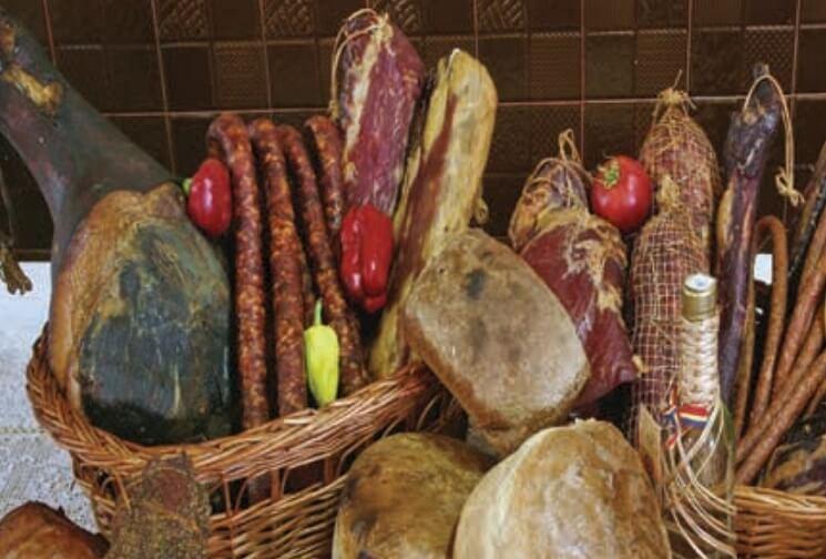 produse traditionale mangalita bazna carne porc